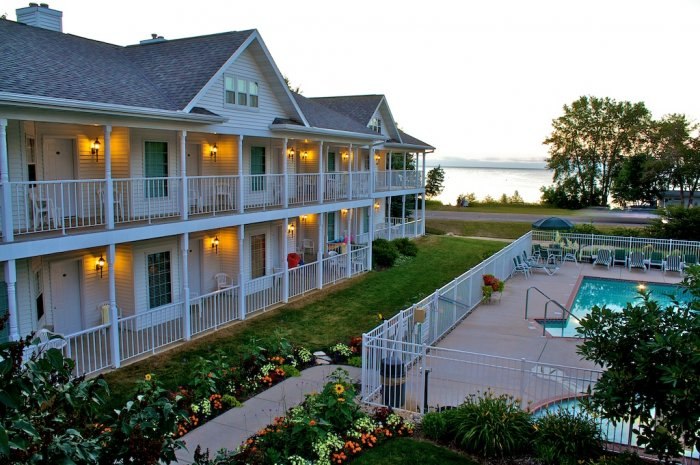 homes hotels migrate waterfront real for ephraimhotel property county sale in door estate